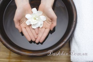 hands_flower_bowl
