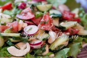 салат с сыром моцарелла и помидорами
