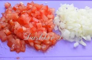 помидоры и лук для блюда