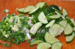 огурец и зелень  для салата