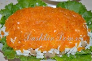 готовим салат с рыбой и грибами
